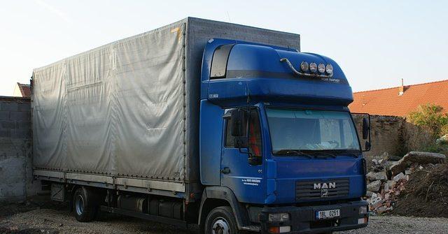 Diferentes tipos de camiones de mercancías