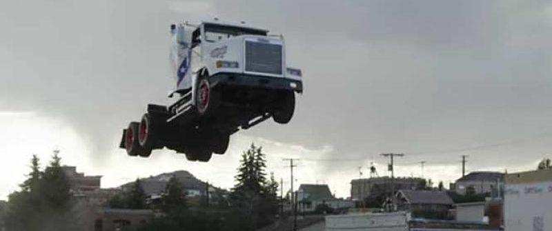 El Récord del salto en camión más largo del mundo